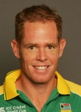 Shaun Pollock one of the top greatest 10 bowlers of all time