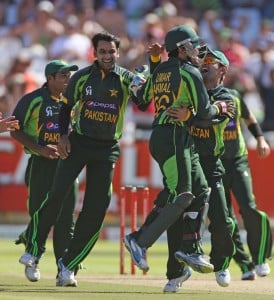 So Pakistan go one up in the series as they beat South Africa by 25 runs .