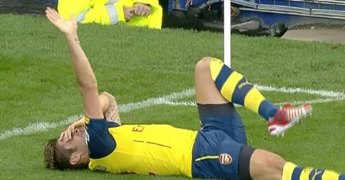 Olivier Giroud injured during the game against Everton last weekend