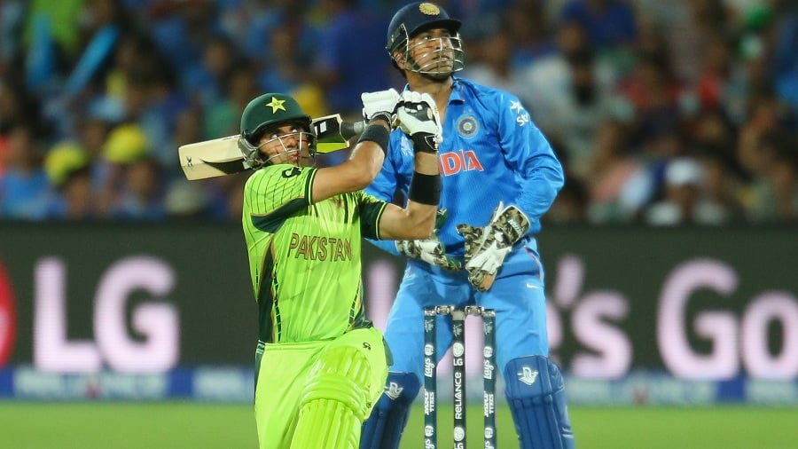 Misbah-ul-Haq, capatin Pakistan, was stranded alone.
