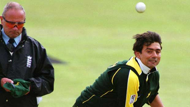 Top 10 greatest pakistani bowlers of all time