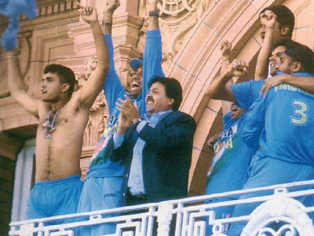 Sourav Ganguly's shirt-waving act